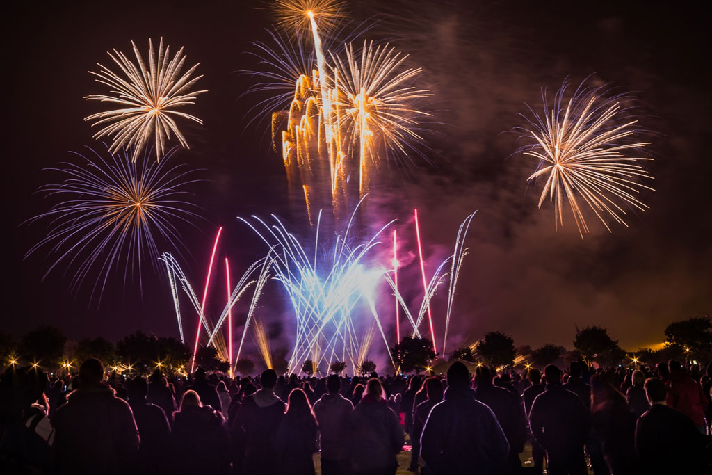 Blog Home    Blog    For fireworks in Essex call Southend 01702 811771